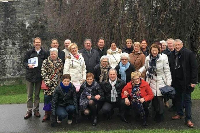 Een blije groep tijdens een wandeling van Alde Caerte!
